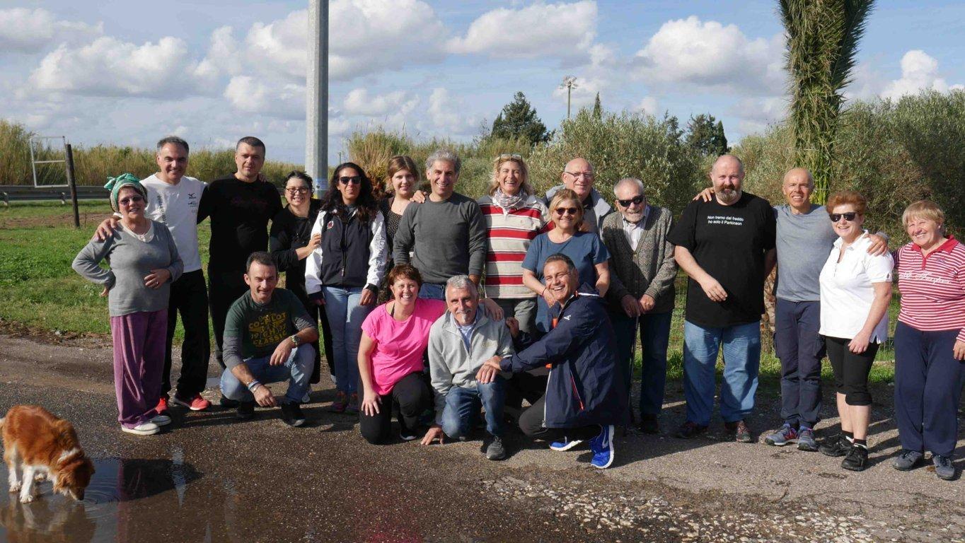 foto di gruppo dei partecipanti ad una delle edizioni di Sail4Parkinson