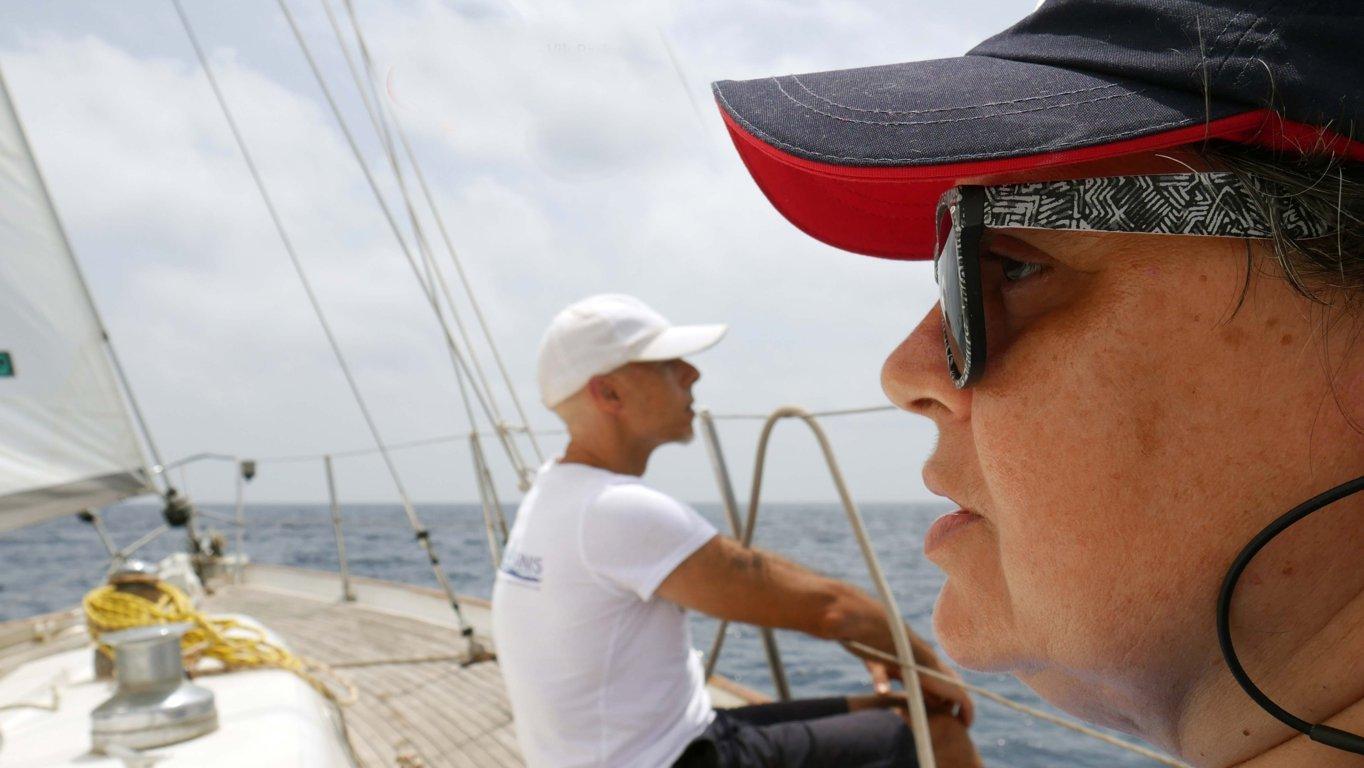 la psicoterapeuta Silva Della Morte parla ad un gruppo di partecipanti al progetto Sail4Parkinson